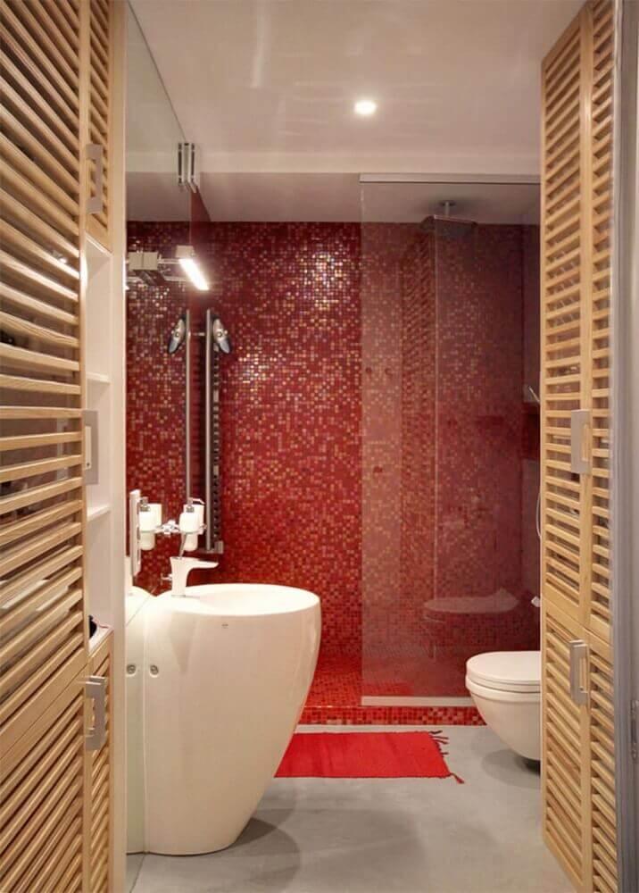 decoração para banheiro com pastilha vermelha Foto The Holk