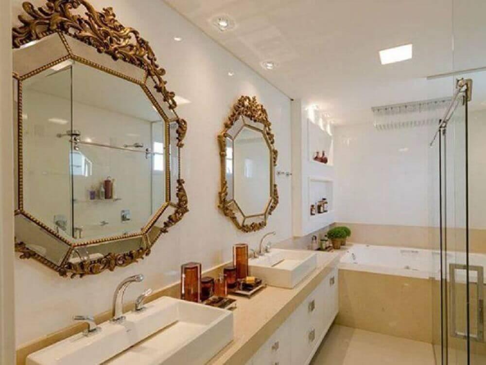 decoração para banheiro planejado com espelho estilo provençal Foto Adriana Piva Arquitetura