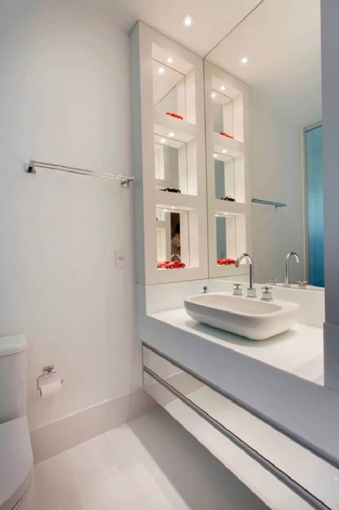decoração para banheiro planejado com iluminação embutida nos nichos Foto Leather Finish