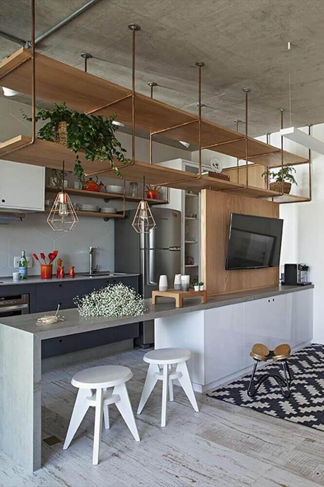 decoração para cozinha americana com sala de jantar com nichos de madeira Foto Irmãos Spezia