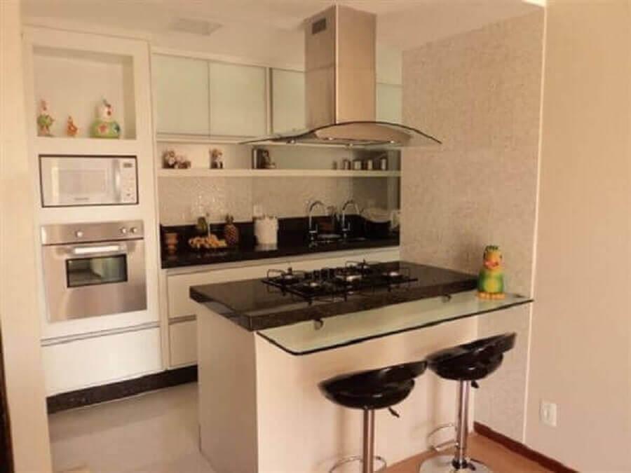decoração para cozinha planejada pequena com balcão de vidro e cooktop Foto Maria Fernanda da Silva Costa