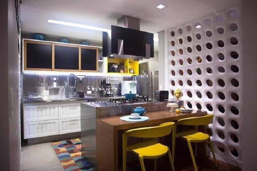 decoração para cozinha planejada pequena com parede de cobogó Foto Ana Yoshida