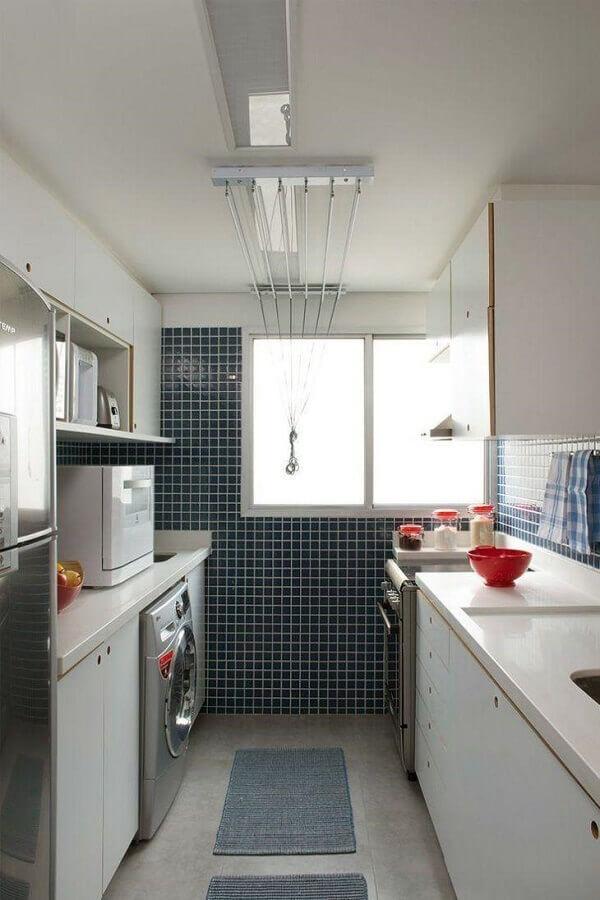 decoração para cozinha planejada pequena interligada à área de serviço Foto Marina Carvalho Arquitetura