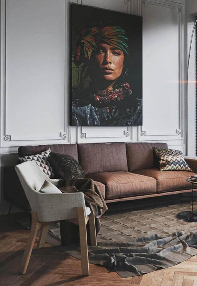 decoração para sala com grande quadro e boiserie Foto Pinterest