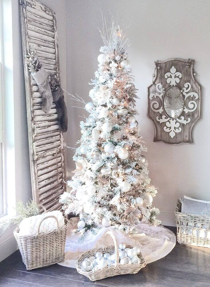 rustic decoration with white Christmas tree decorated Foto Pinterest