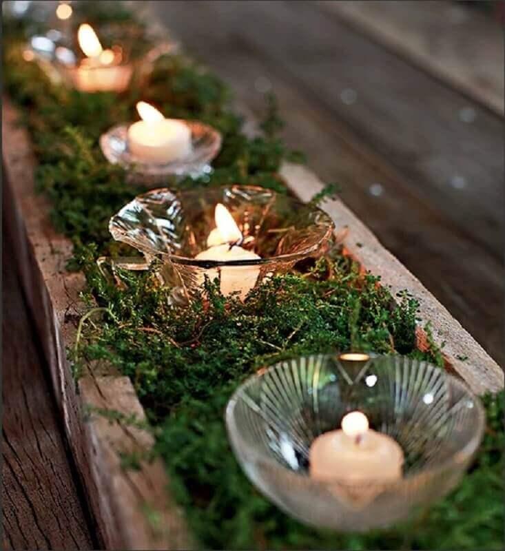 decoração rústica com arranjos de natal com velas Foto Pinterest