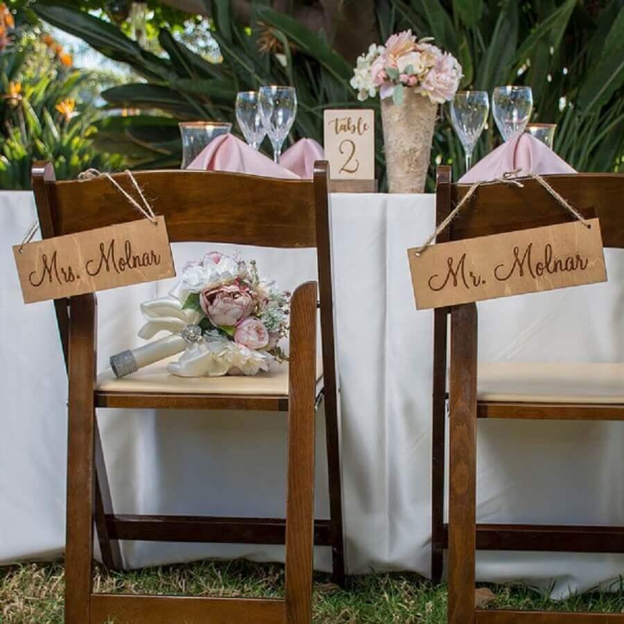 decoração rústica com plaquinhas para casamento Foto Cadesandbirch