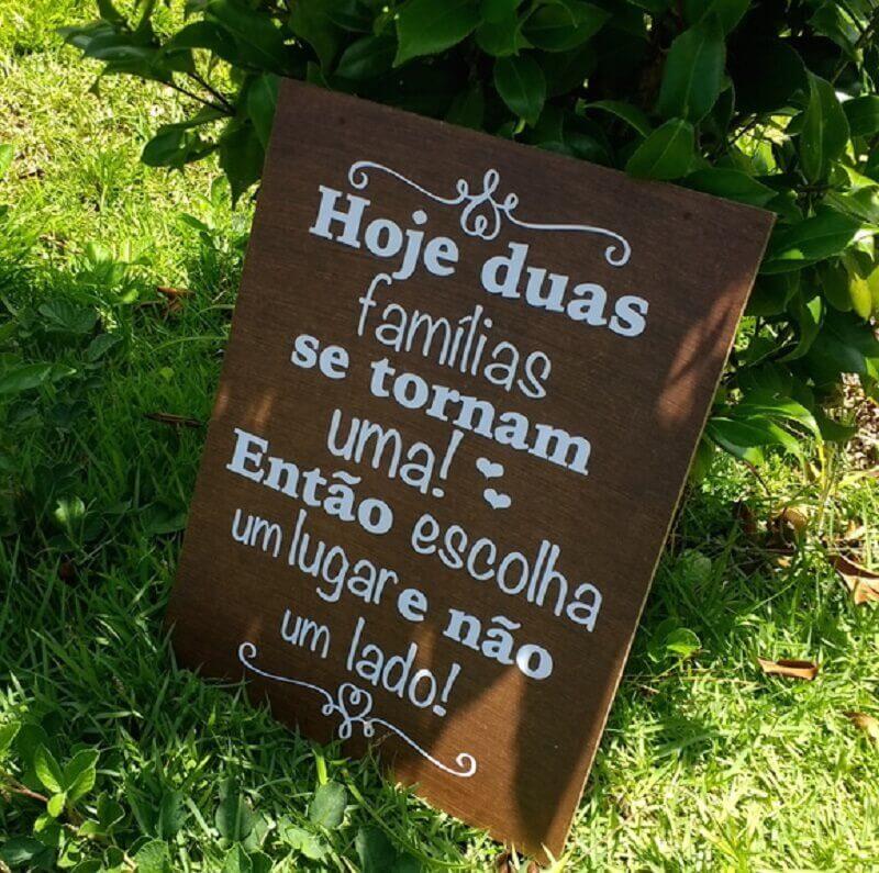 decoração rústica para casamento no campo com plaquinha de festa Foto Cida Merola Artes