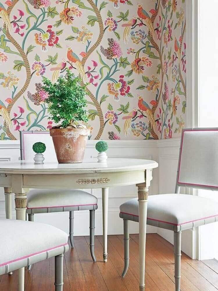 decoração sala de jantar com papel de parede floral Foto Jutarnji List