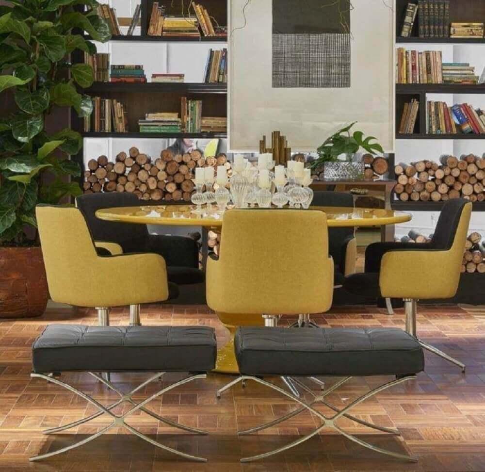 decoração sala de jantar moderna com cadeiras e mesa amarela Foto Lider Interiores