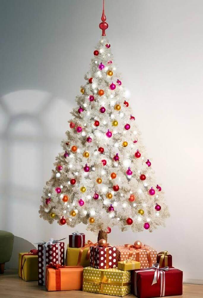 simple decoration with white Christmas tree with coloured balls Foto Assetproject