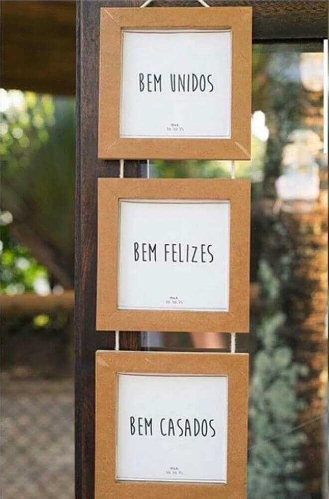 decoração simples com plaquinhas para casamento Foto Pinterest