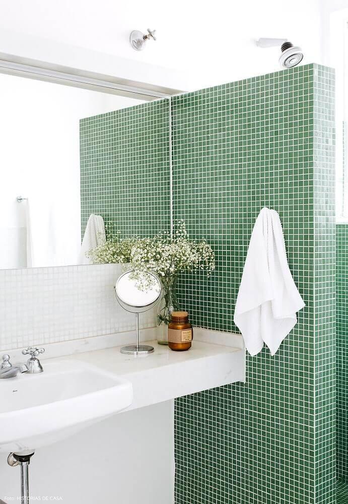 decoração simples para banheiro com pastilha verde Foto Pinterest