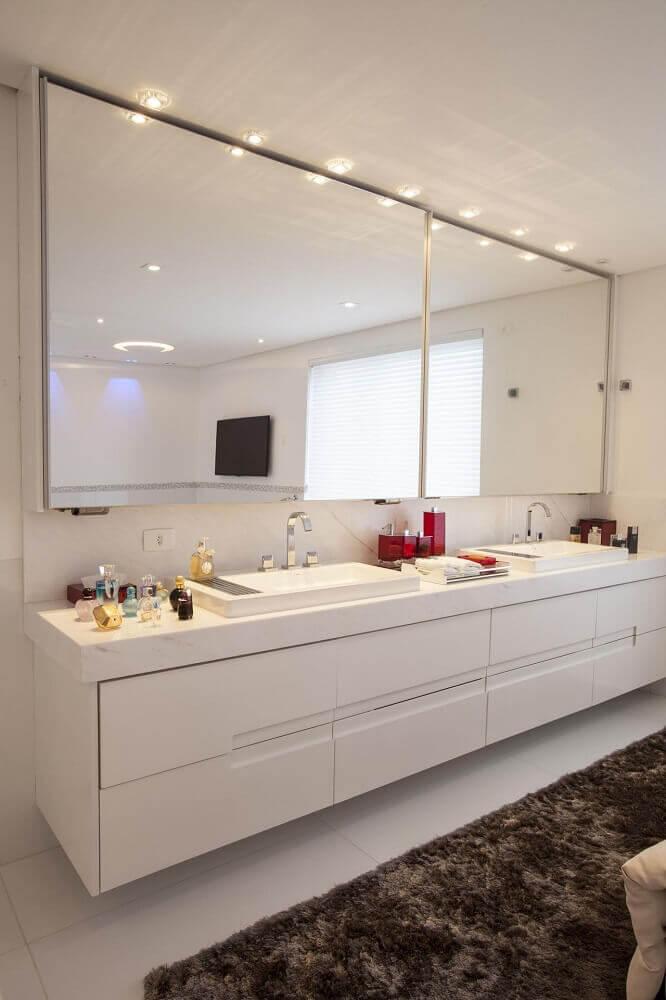 decoração para banheiro planejado moderno e sofisticado com duas cubas Foto Sandra Sanches