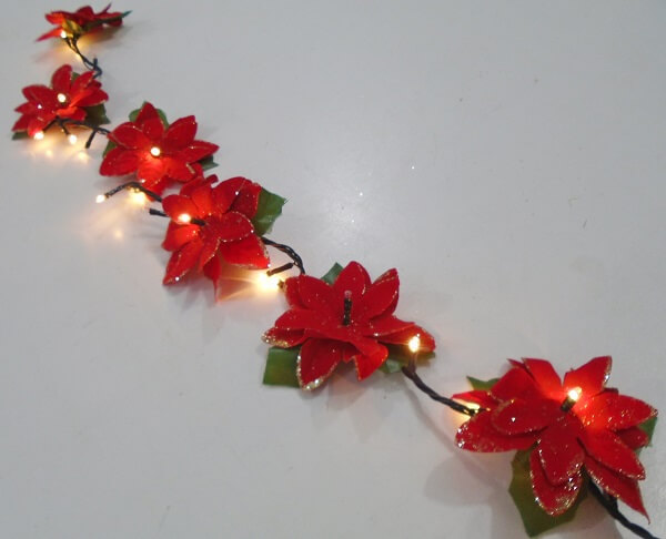 Flor de natal recebe iluminação especial