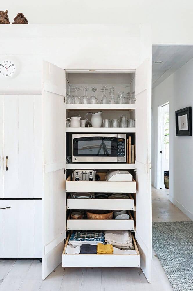 divisão de armário de cozinha planejado Foto Studio McGee