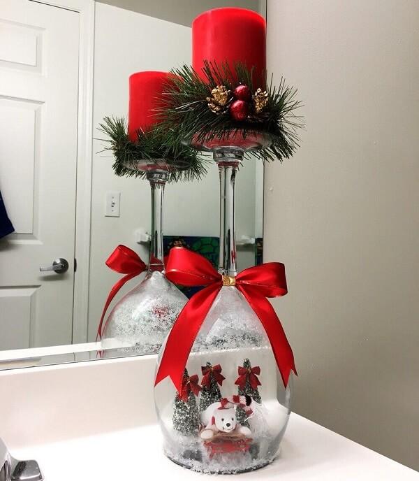 Arranjos de Natal podem ser feitos com o auxílio de taças de vidro