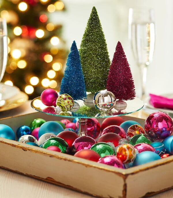 Arranjos de Natal feitos com árvores de gliter