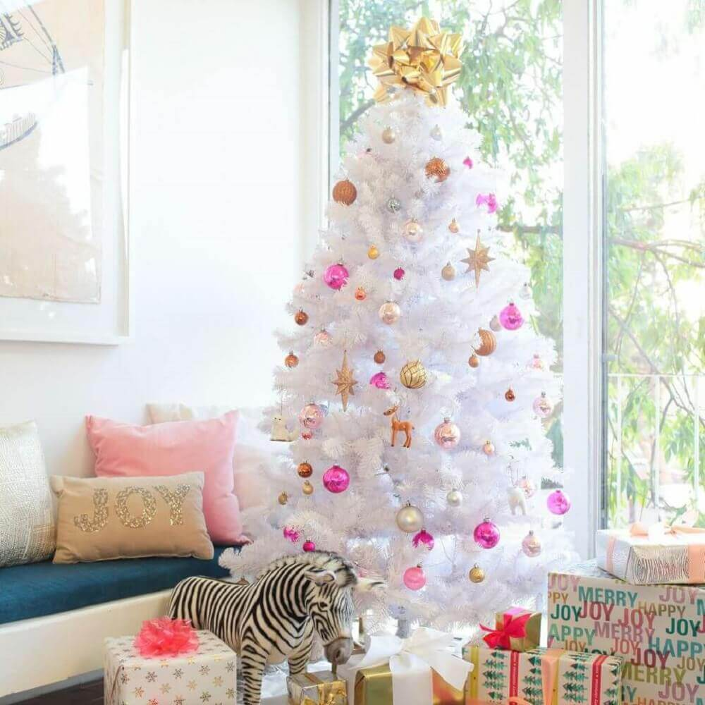 Christmas decorations for delicate decoration with white Christmas tree Photo Emily Henderson