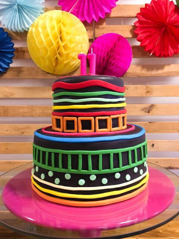 Festa com decoração neon