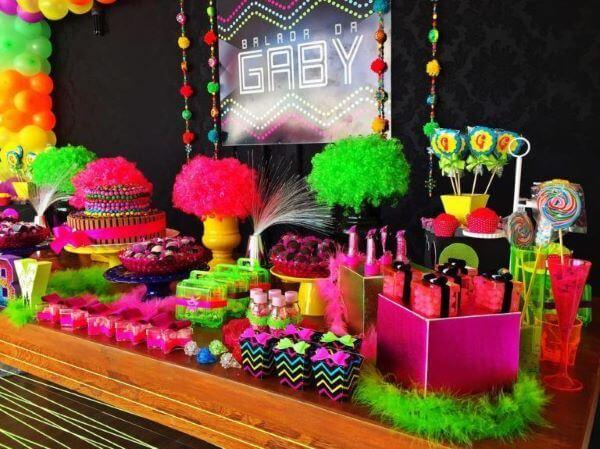 Festa neon para aniversário