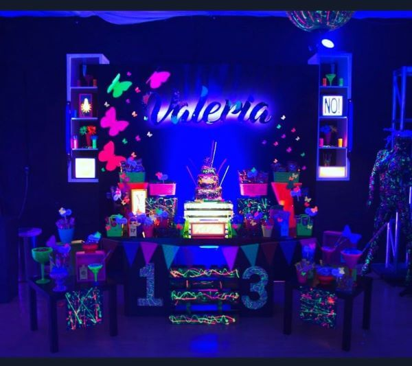 Festa neon criativa e diferenciada