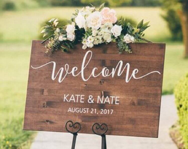 linda plaquinha de festa de casamento feita em madeira Foto Etsy
