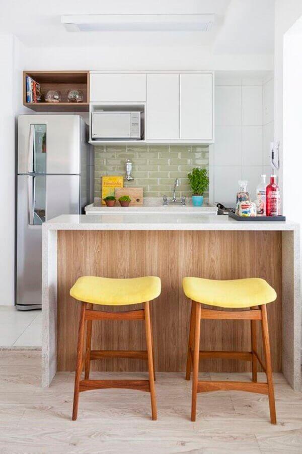 modelo de banquetas para cozinha americana pequena com assento amarelo Foto Pinterest