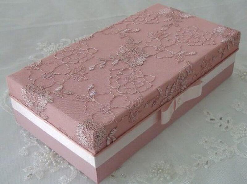 modelo de caixa de madeira decorada com tecido e renda Foto Pinterest