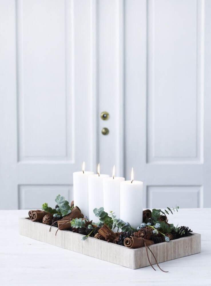 modelo minimalista de arranjos de mesa de natal Foto Blesk hobby
