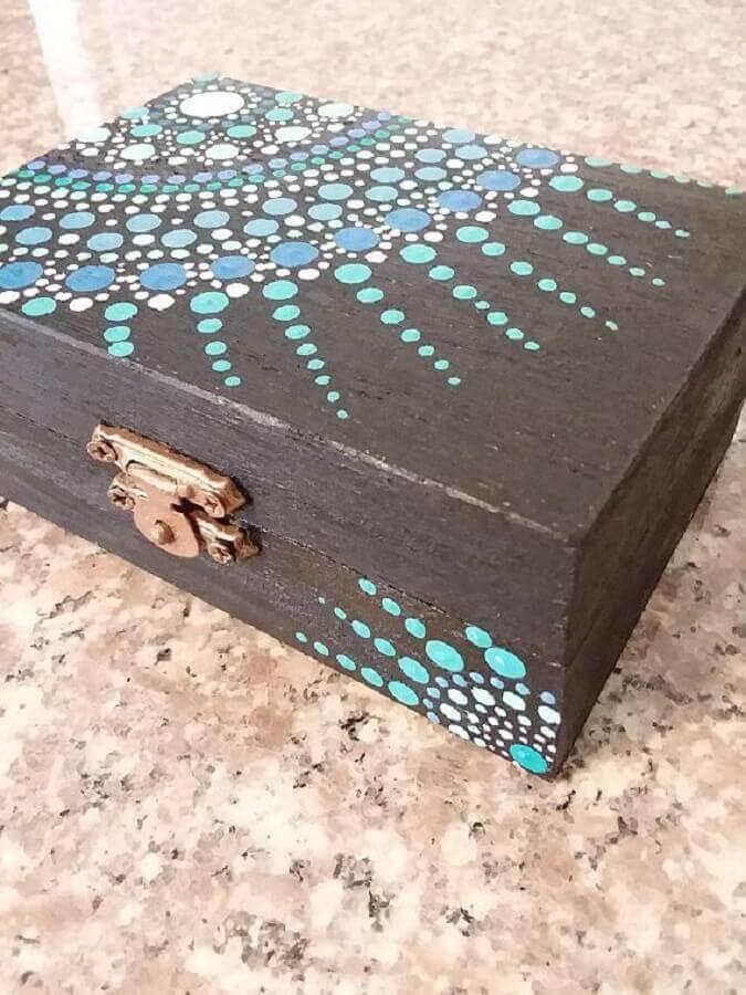 modelo simples de caixa de MDF decorada com tinta Foto Zozu
