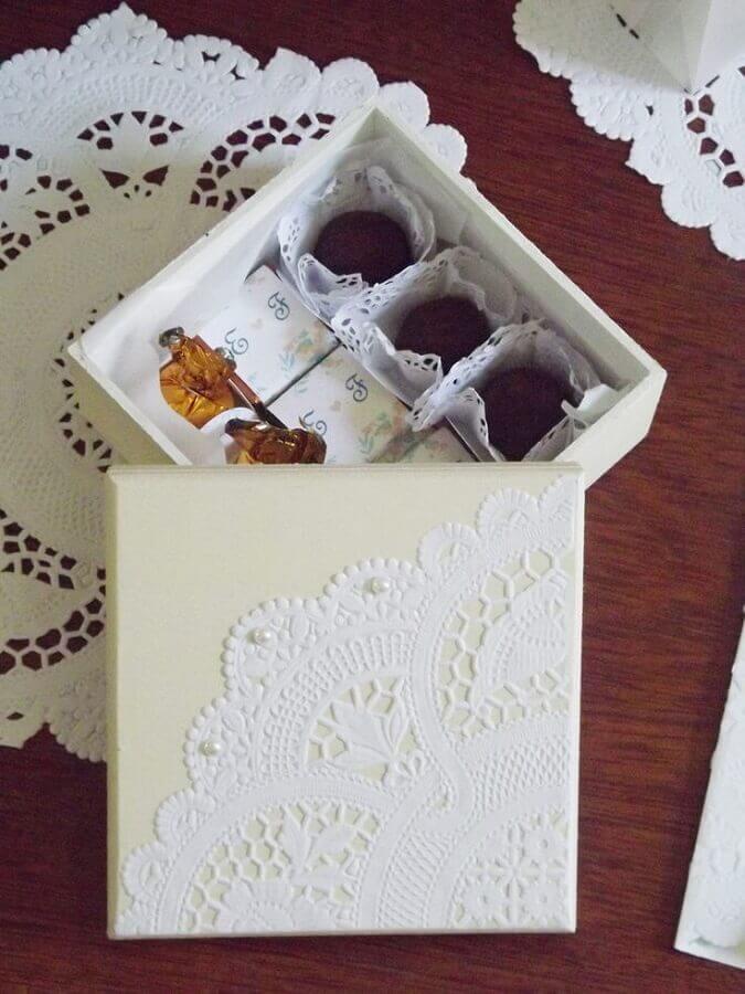 modelo simples de caixa de mdf para casamento Foto Dekoration stile