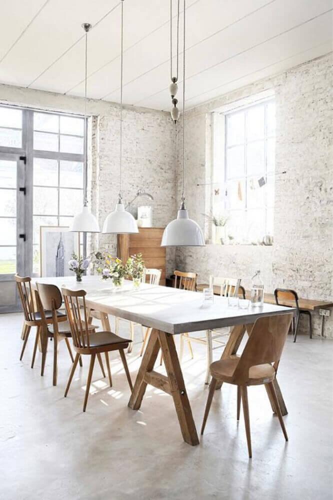 modelos diferentes de cadeiras para sala de jantar modernas com pendentes brancos Foto Archzine