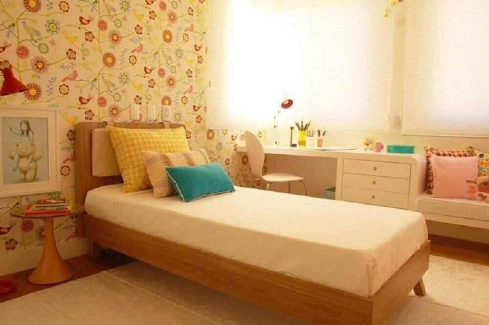 papel de parede floral para quarto infantil com decoração em tons neutros Foto Petitebox