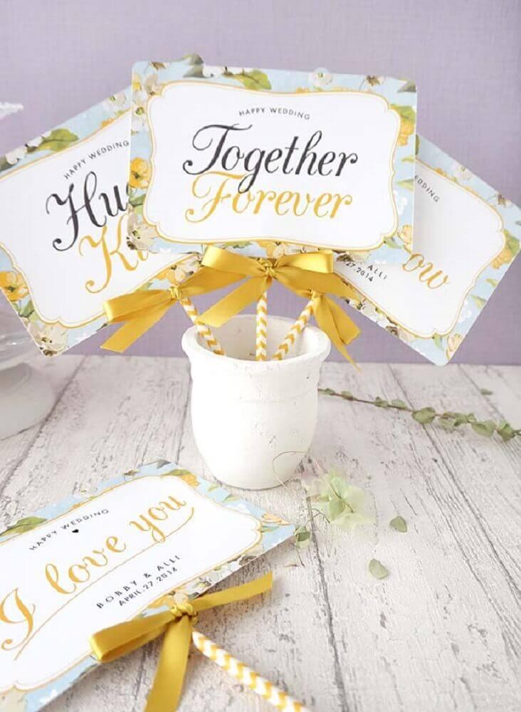 plaquinhas para casamento decorada com fita de cetim Foto Pinterest