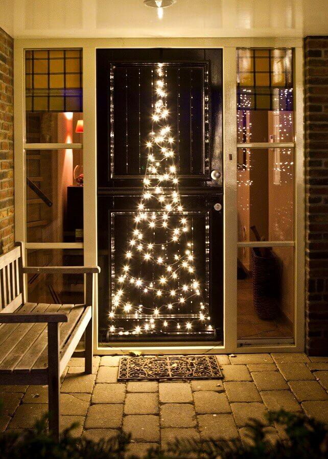porta decorada com luzes de natal Foto Intratuin