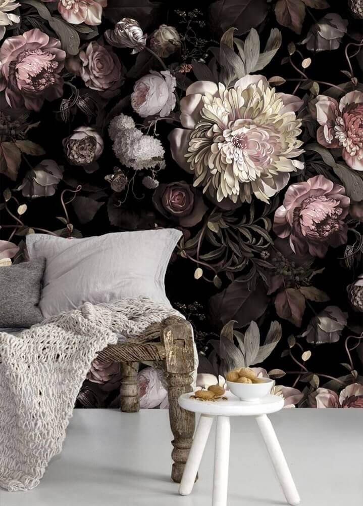 sala de estar decorada com papel de parede com flores Foto Michelle Matangi