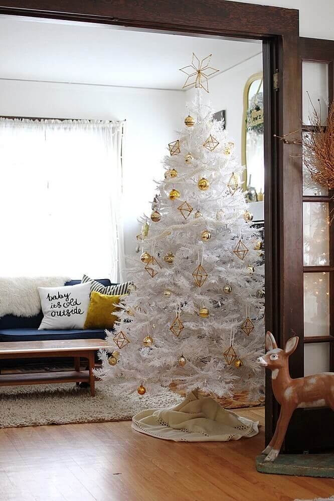 room decorated with white Christmas tree and golden ornaments Foto Smile And Wave