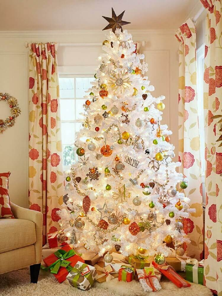 room decorated with large white Christmas tree Foto Livinator