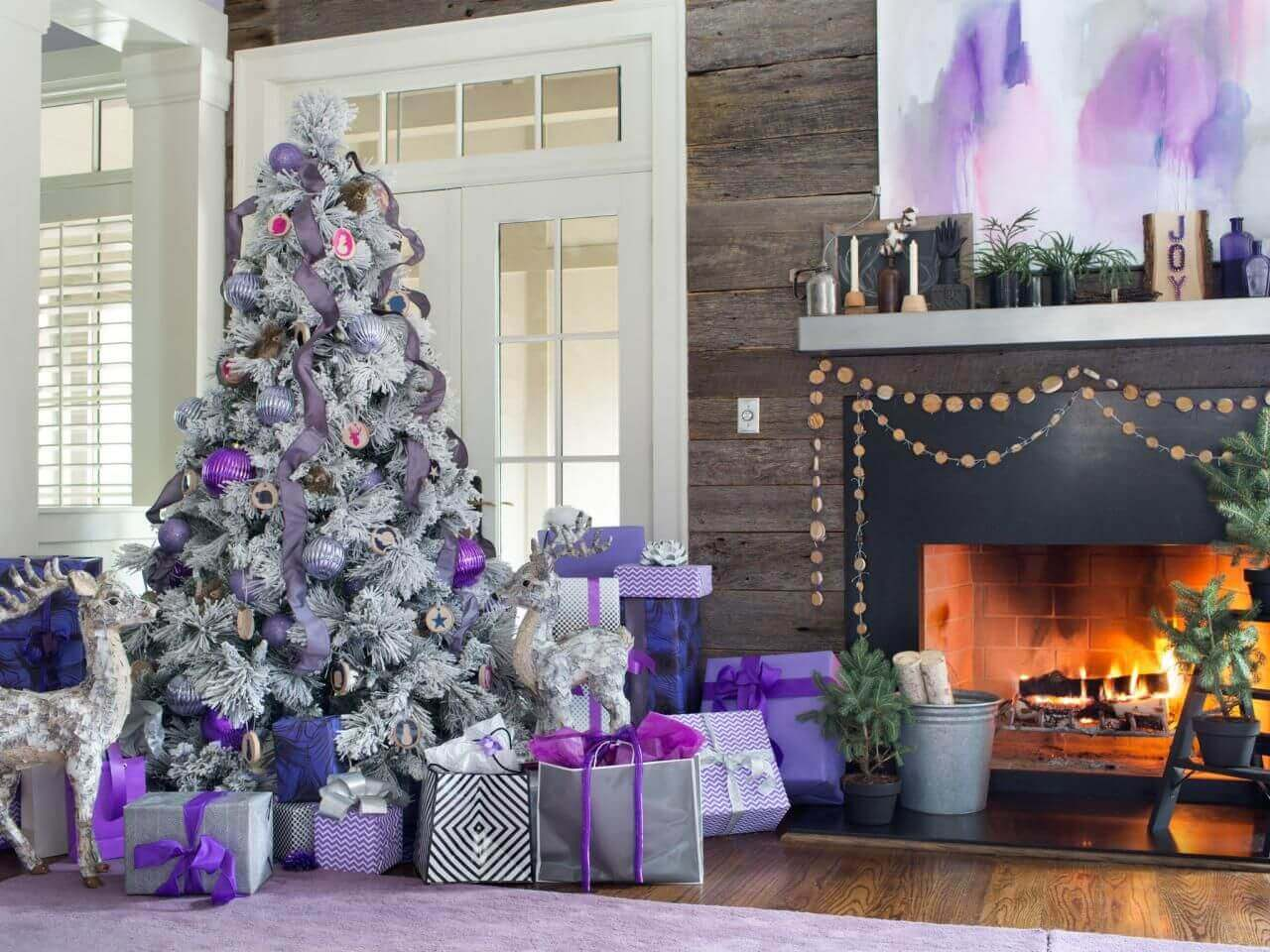 room decorated with fireplace and white and purple Christmas tree Foto Hoa Văn Decal
