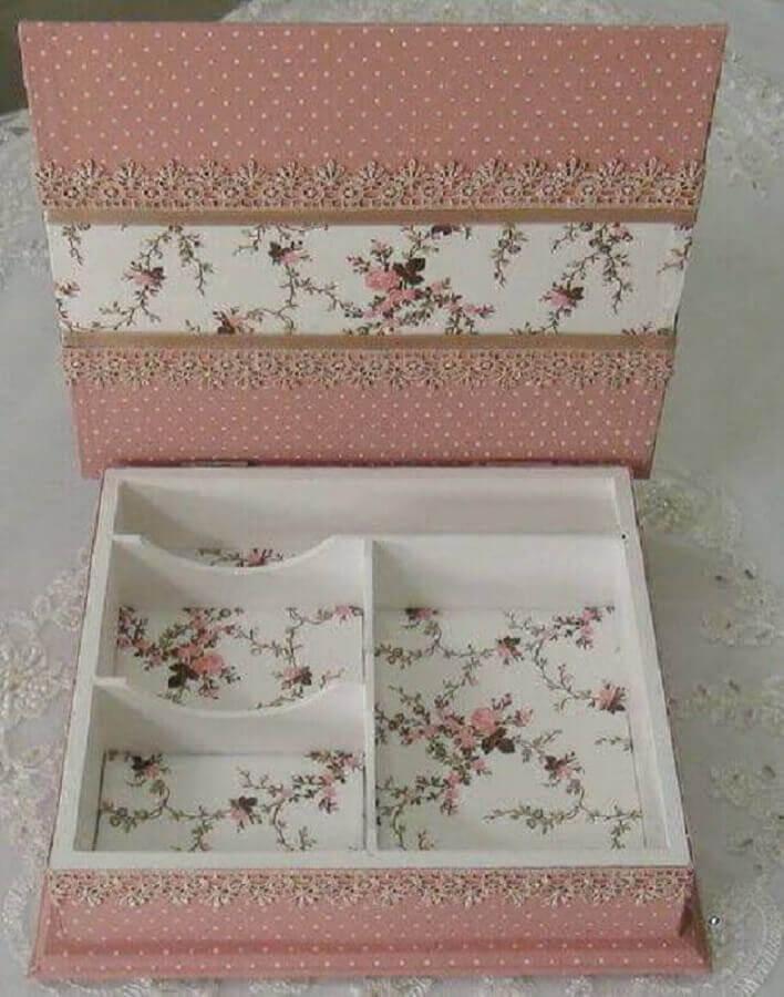 tecidos com estampa delicada para caixa de madeira decorada Foto Pinterest