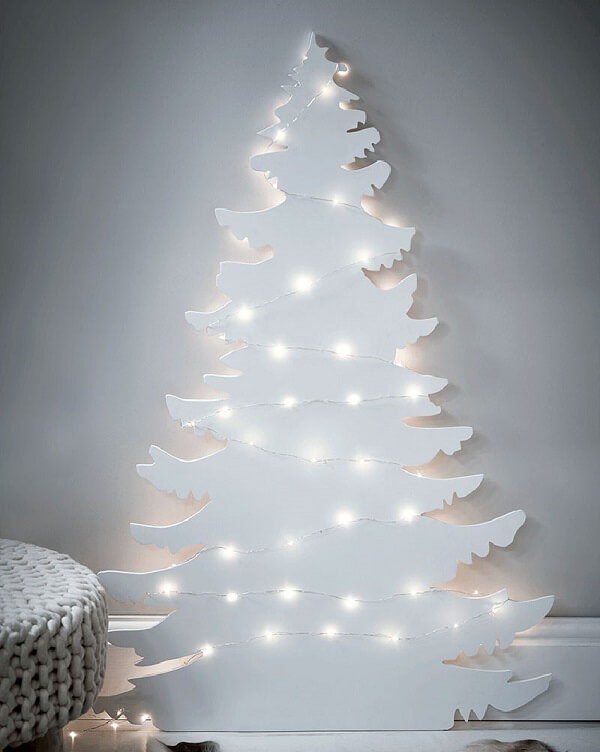 Árvore de Natal branca encanta a decoração de ambientes minimalistas