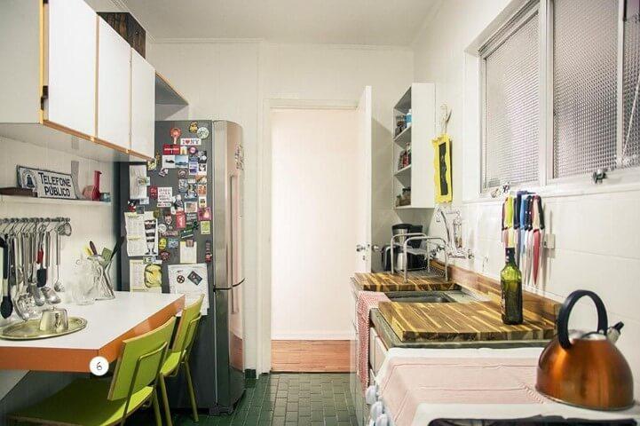Apartamento pequeno decorado com mesa de jantar na cozinha Projeto de Casa Aberta
