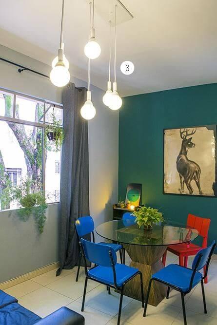 Apartamento pequeno decorado com mesa de jantar na sala de estar Projeto de Casa Aberta