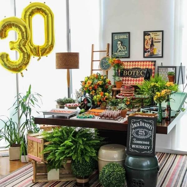 Aproveite plantas para enfeitar a mesa de bolo da festa de boteco