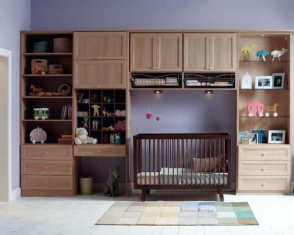 Armário de quarto de madeira planejado com berço embutido Foto de Webcomunica