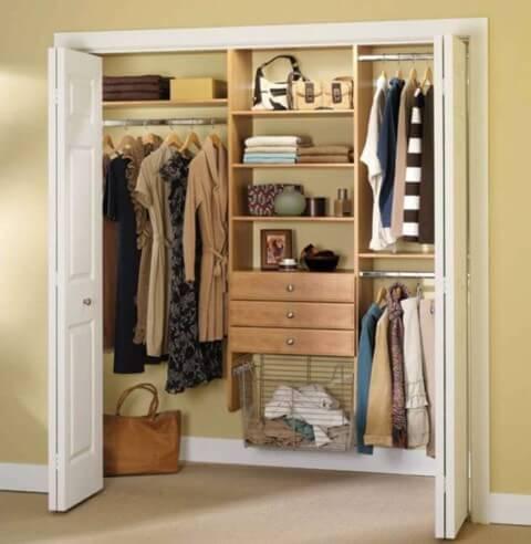 Armário de quarto embutido com portas dobráveis Foto de Firepont