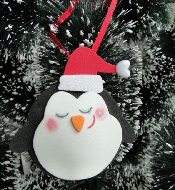 Como fazer enfeites de natal com EVA formando um lindo pinquim natalino