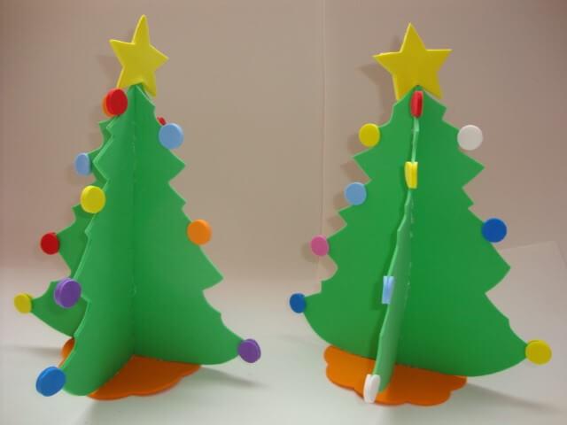 Enfeites de natal em EVA árvores de mesa com bolinhas coloridas Foto de Lorrels