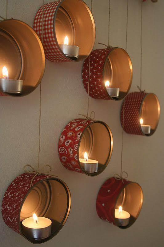 Enfeites feitos com velas de natal com latas Foto de Dekor Store